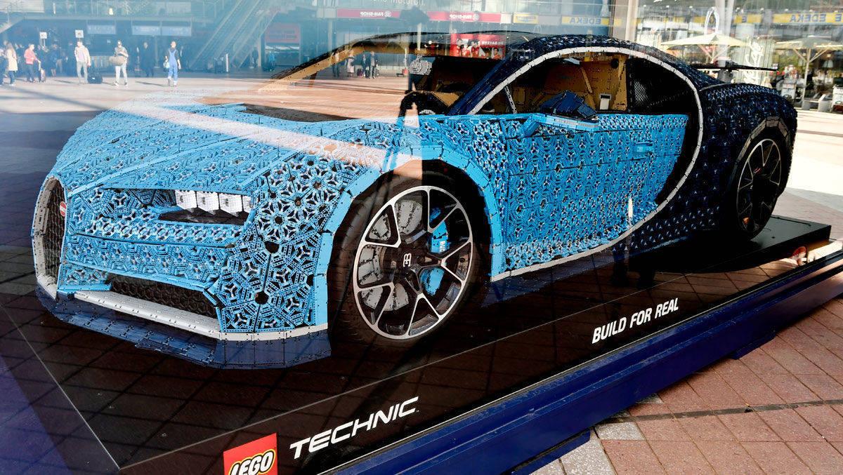 Am Münchner Flughafen Parkt Ein Lego Auto Mit 1500 Ps Wv
