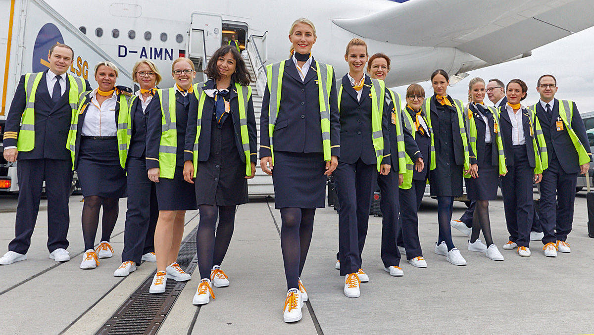Lufthansa Hinter DayW Steckt Das Sneaker amp;v Dem cR4Lq35Aj